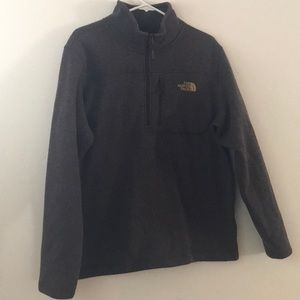 Brown the north face pull over.